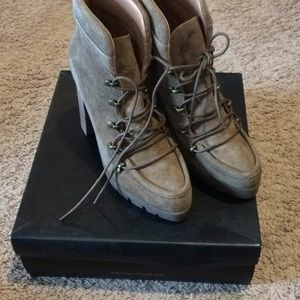 New in Box Report Poe Boots 7.5